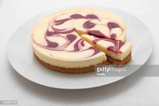 Pastel de queso con frambuesa en placa fondo plano redondo