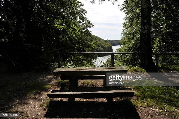 Rastbank am Schmalen Luzin Feldberger Seenlandschaft in MecklenburgVorpommern