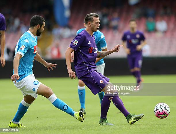 Raul Albiol of Napoli competes for the ball with Federico Bernardeschi of Fiorentina during the Serie A match between SSC Napoli and ACF Fiorentina...