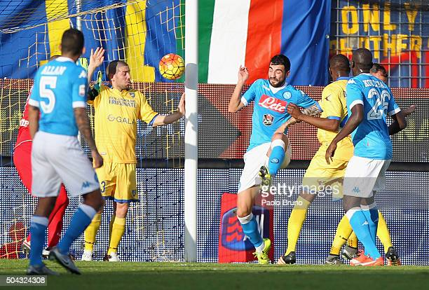 Raul Albiol of SSC Napoli scores the opening goal during the Serie A match between Frosinone Calcio and SSC Napoli at Stadio Matusa on January 10...