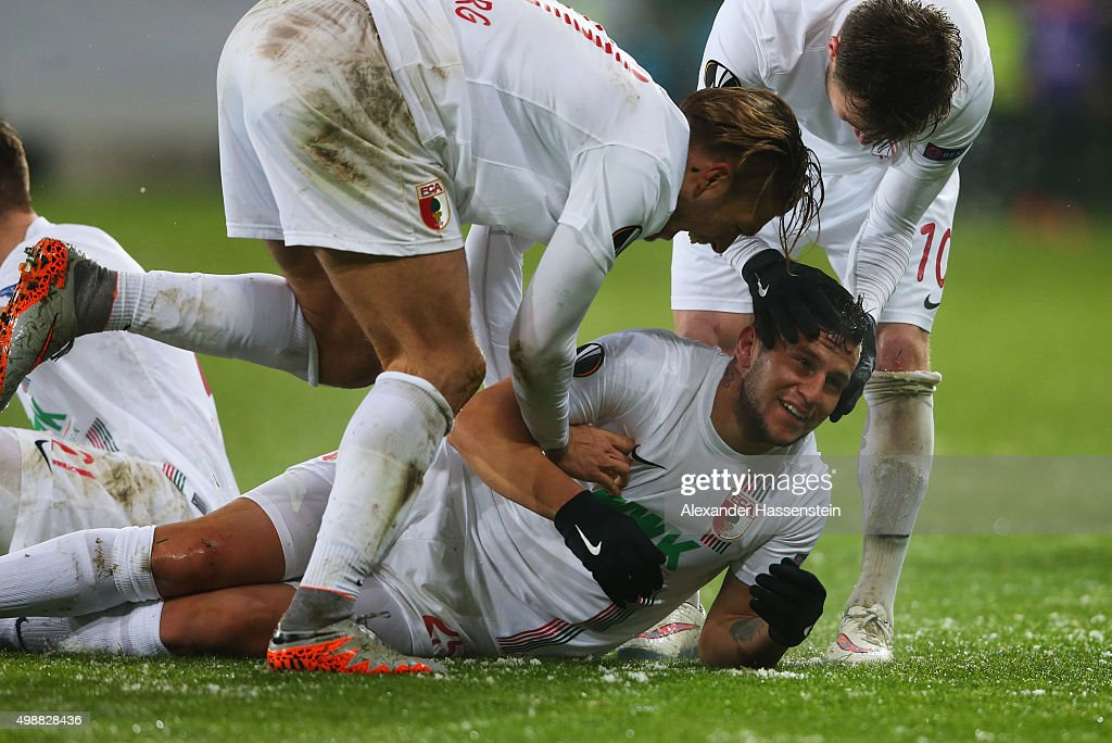 <a gi-track='captionPersonalityLinkClicked' href=/galleries/search?phrase=Raul+Bobadilla&family=editorial&specificpeople=5967534 ng-click='$event.stopPropagation()'>Raul Bobadilla</a> of Augsburg celebrates with team mates as he scores their second goal with a header during the UEFA Europa League Group L match between FC Augsburg and Athletic Club at WWK-Arena on November 26, 2015 in Augsburg, Germany.