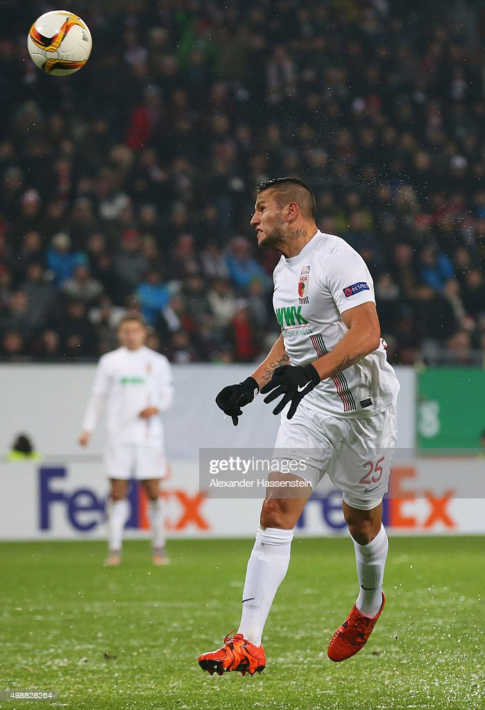 <a gi-track='captionPersonalityLinkClicked' href=/galleries/search?phrase=Raul+Bobadilla&family=editorial&specificpeople=5967534 ng-click='$event.stopPropagation()'>Raul Bobadilla</a> of Augsburg scores their second goal with a header during the UEFA Europa League Group L match between FC Augsburg and Athletic Club at WWK-Arena on November 26, 2015 in Augsburg, Germany.