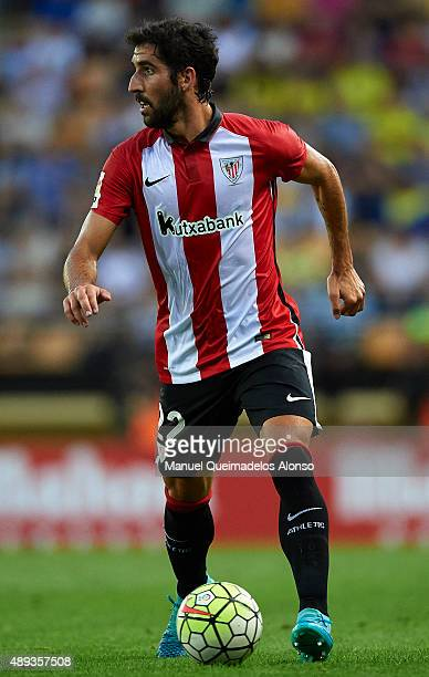 Raul Garcia of Athletic Club runs with the ball during the La Liga match between Villarreal CF and Athletic Club de Bilbao at El Madrigal Stadium on...