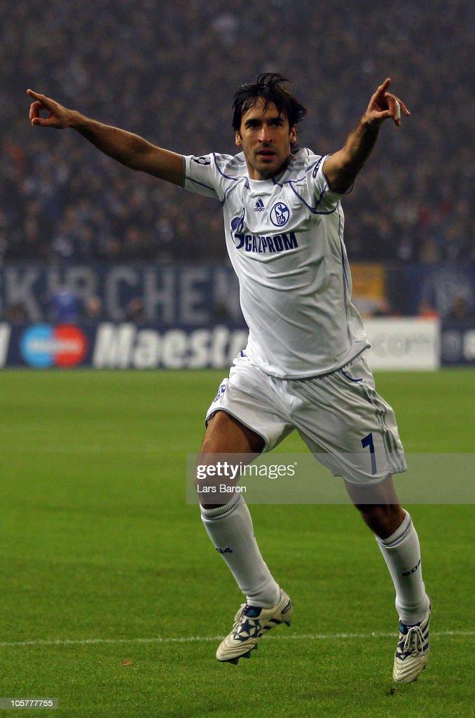 FC Schalke 04 v Hapoel Tel Aviv FC - UEFA Champions League