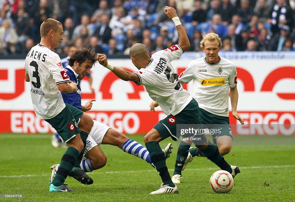 Raul Gonzales of Schalke scores his teams second goal during the Bundesliga match between FC Schalke 04 and Borussia Moenchengladbach at Veltins...