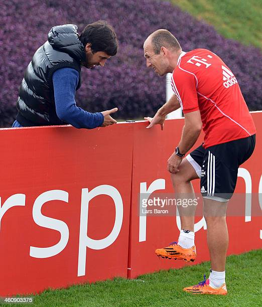 Raul Gonzalez former player of Real Madrid speaks with Arjen Robben during a training session at day 2 of the Bayern Muenchen training camp at ASPIRE...