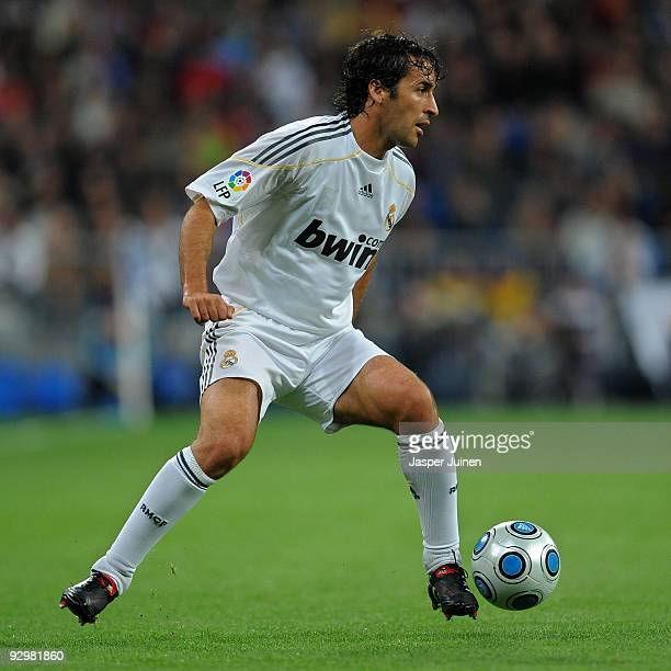 Raul Gonzalez of Real Madrid controls the ball during the Copa del Rey fourth round second leg match between Real Madrid and AD Alcorcon at the...