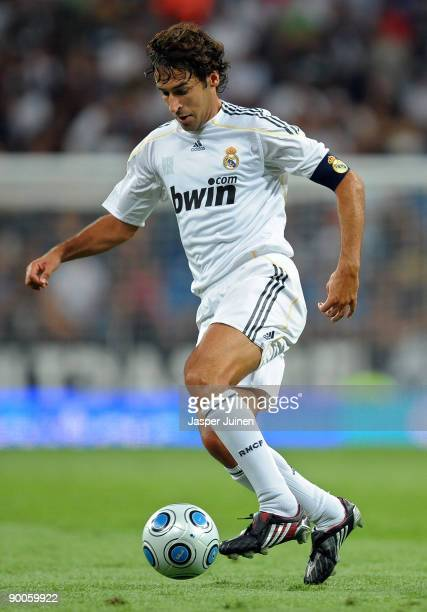 Raul Gonzalez of Real Madrid controls the ball during the Santiago Bernabeu Trophy match between Real Madrid and Rosenborg at the Santiago Bernabeu...