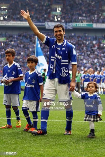 Raul Gonzalez of Schalke and his children say farewell to the fans after winning 40 the Bundesliga match between FC Schalke 04 and Hertha BSC Berlin...