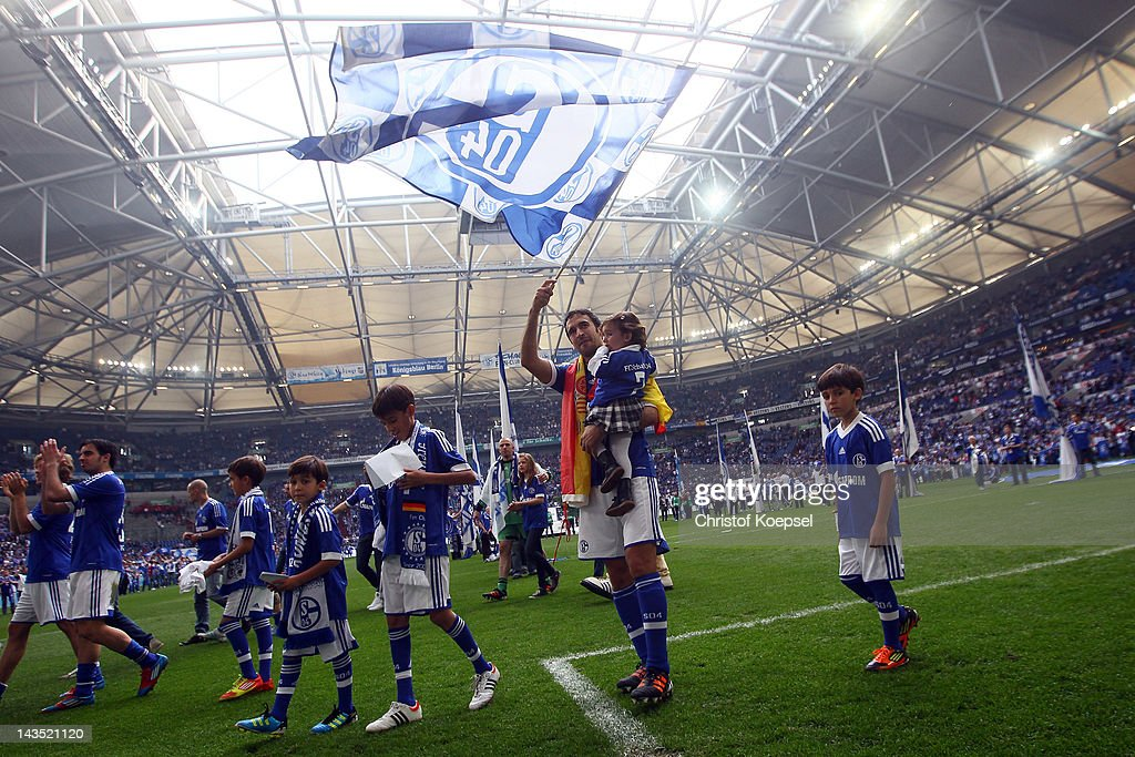 FC Schalke 04 v Hertha BSC Berlin  - Bundesliga