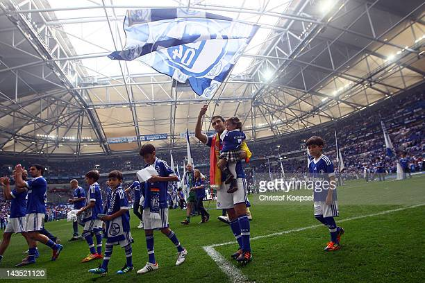 Raul Gonzalez of Schalke and his children say farewell to the fans after winning 40 the Bundesliga match between FC Schalke 04 and Hertha BSC Berlin...
