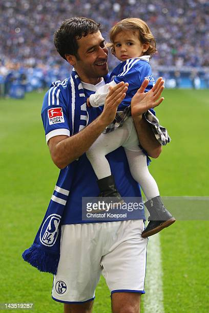 Raul Gonzalez of Schalke and his daughter Maria Gonzalez says farewell to the fans after winning 40 the Bundesliga match between FC Schalke 04 and...