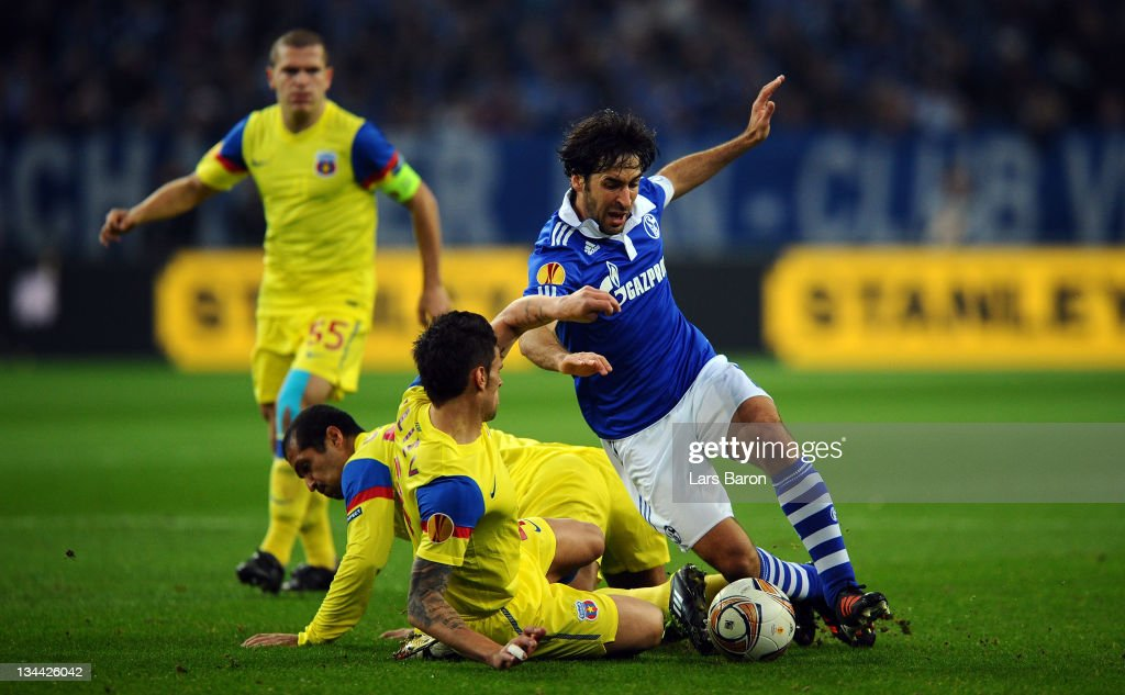 Raul Gonzalez of Schalke is challenged by Valentin Iliev and Geraldo Alves of Steaua during the UEFA Europa League group J match between FC Schalke...
