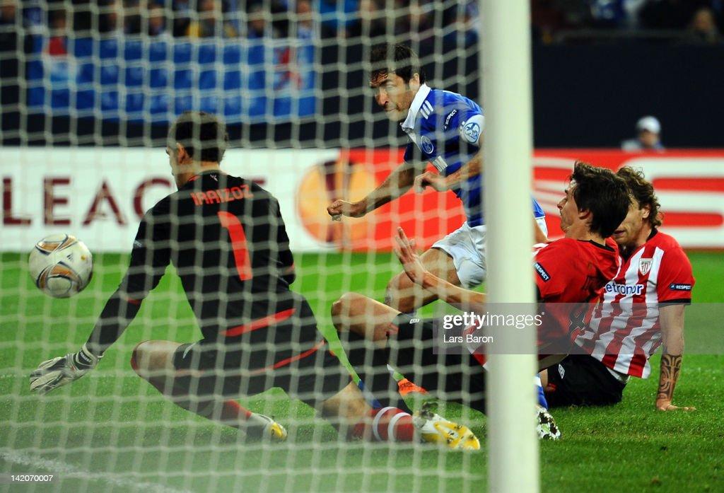Raul Gonzalez of Schalke scores his teams first goal during the UEFA Europa League quarterfinal first leg match between FC Schalke 04 and Athletic...