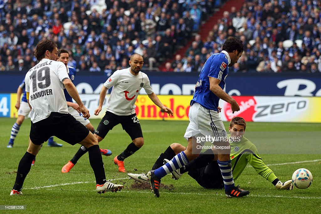 Raul Gonzalez of Schalke (C) scores the second goal against <a gi-track='captionPersonalityLinkClicked' href=/galleries/search?phrase=Ron-Robert+Zieler&family=editorial&specificpeople=727037 ng-click='$event.stopPropagation()'>Ron-Robert Zieler</a> of Hannover (R) during the Bundesliga match between FC Schalke 04 and Hanover 96 at Veltins Arena on April 8, 2012 in Gelsenkirchen, Germany.