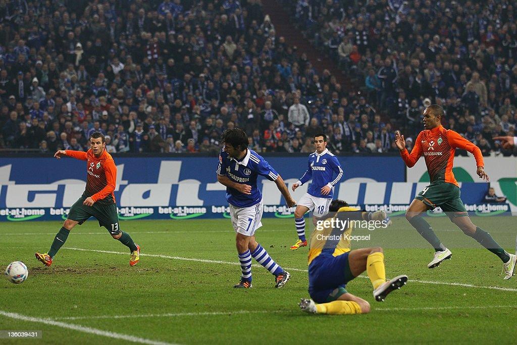 Raul Gonzalez of Schalke scores the second goal against Tim Wiese of Bremen during the Bundesliga match between FC Schalke 04 and SV Werder Bremen at...