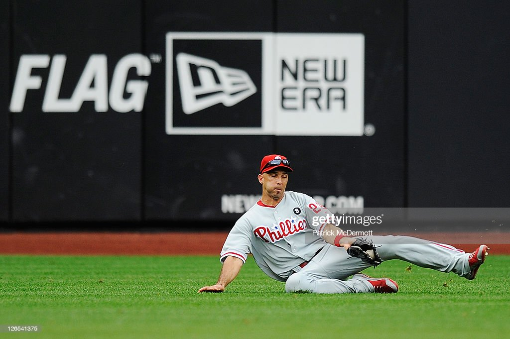 Raul Ibanez #29 of the Philadelphia Phillies makes a catch against the New York Mets in the fourth inning during a game at Citi Field on September 25, 2011 in the Flushing neighborhood of the Queens borough of New York City.