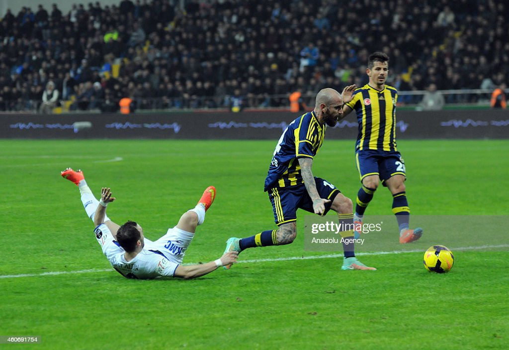 Raul Meireles of Fenerbahce in action during the Turkish Spor Toto Super League football match between Suat Altin Insaat Kayseri Erciyesspor and...