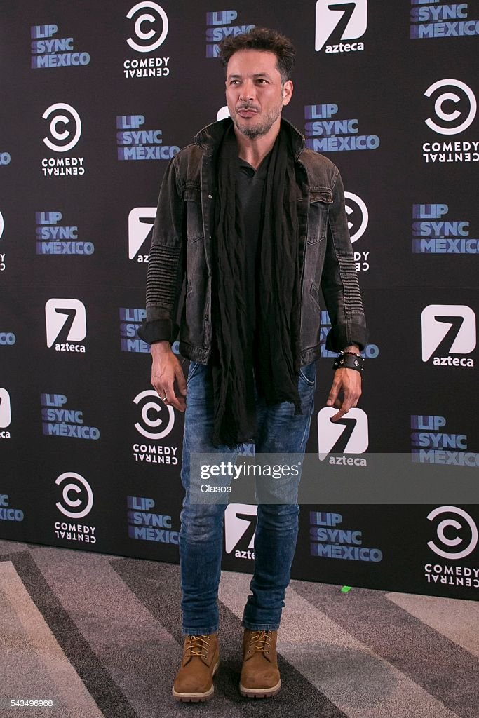 Raul Mendez poses for pictures during the Lipsync television show photocall at Hotel W on June 28, 2016 in Mexico City, Mexico.