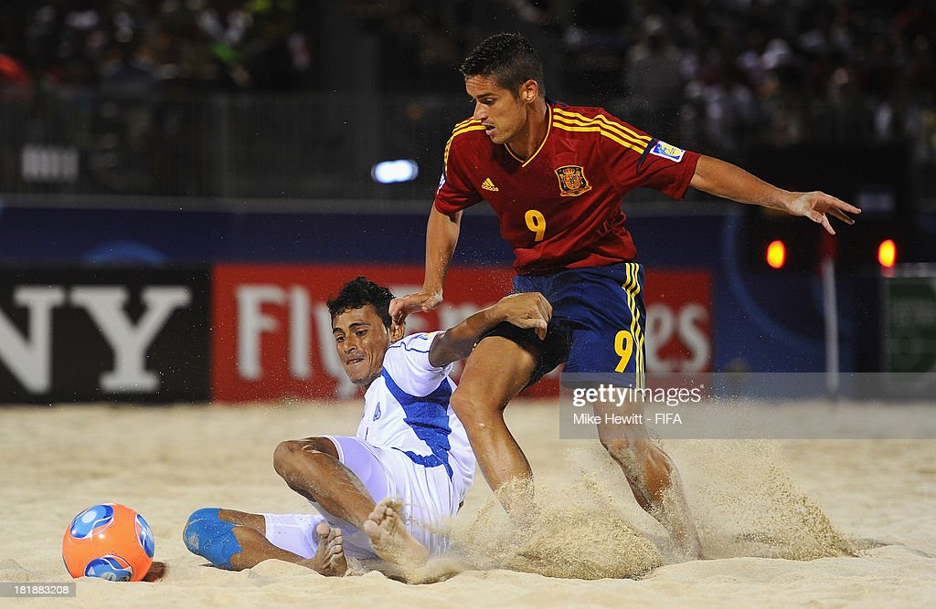 Raul Merida of Spain is challenged by Wilber Alvarado of El Salvador during the FIFA Beach Soccer World Cup Tahiti 2013 Quarter Final match between Spain and El Salvador on at the Tahua To'ata Stadium on September 25, 2013 in Papeete, French Polynesia.