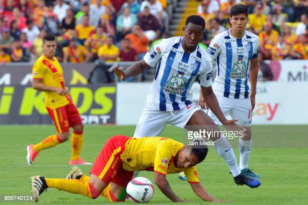 Raul Ruidiaz of Morelia and Jorge Hernandez of Pachuca fight for the ball during the fifth round match between Morelia and Pachuca as part of the...