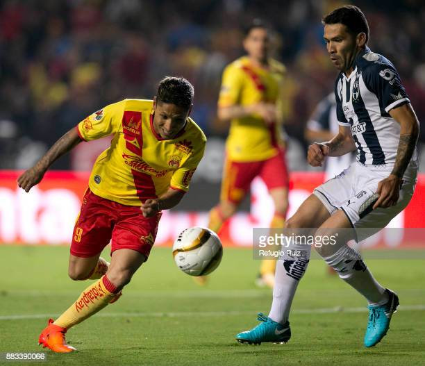 Raul Ruidiaz of Morelia fights for the ball with Celso Ortiz of Monterrey during the semifinal first leg match between Morelia and Monterrey as part...