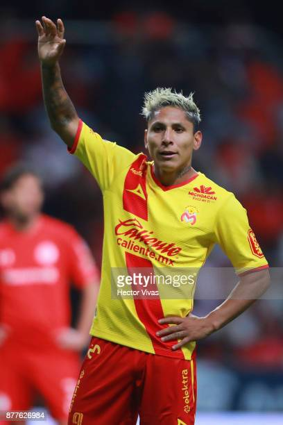 Raul Ruidiaz of Morelia gestures during a match between Toluca and Morelia as part of the Torneo Apertura 2017 Liga MX Playoff at Nemesio Diez...