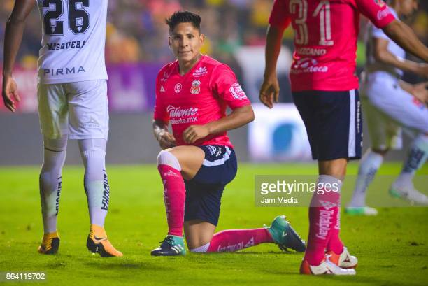 Raul Ruidiaz of Morelia reacts during the 14th round match between Morelia and Leon as part of the Torneo Apertura 2017 Liga MX at Morelos Stadium on...