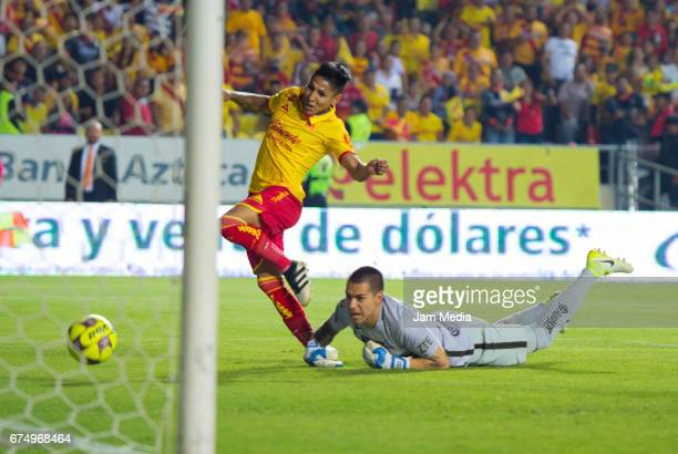 Raul Ruidiaz of Morelia scores his team's fourth goal during the 16th round match between Morelia and Pumas as part of the Torneo Clausura 2017 Liga...