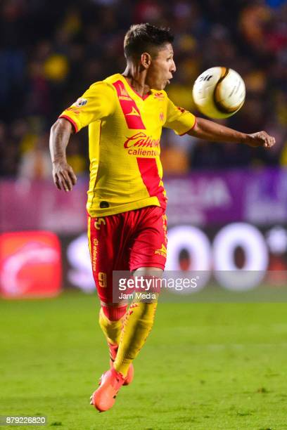 Raul Ruidiaz of Morelia tries to control the ball during the quarter finals second leg match between Morelia and Toluca as part of the Torneo...