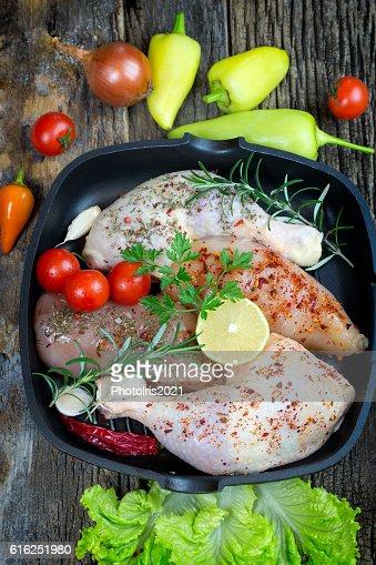 Raw chicken drumstick and raw chicken breast : Foto de stock