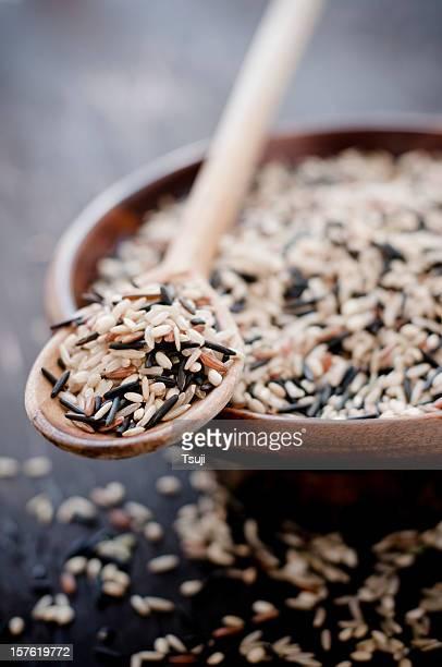 Raw-grain-in hölzernen Löffel