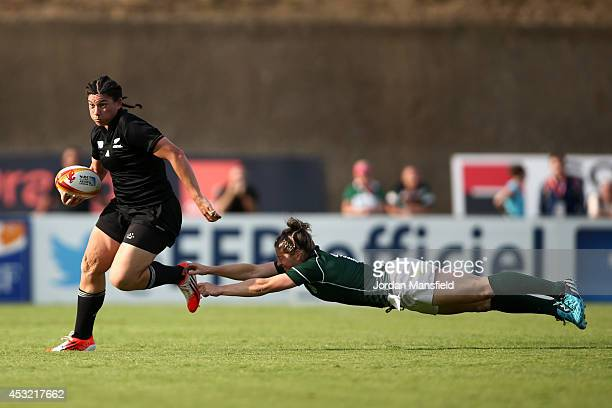 Rawinia Everitt of New Zealand evades a tackle by Alison Miller of Ireland during the IRB Women's Rugby World Cup Pool B match between New Zealand...