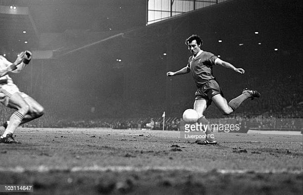 Ray Kennedy of Liverpool crosses the ball during the League Cup SemiFinal Replay between Liverpool and Nottingham Forest held on March 22 1978 at Old...