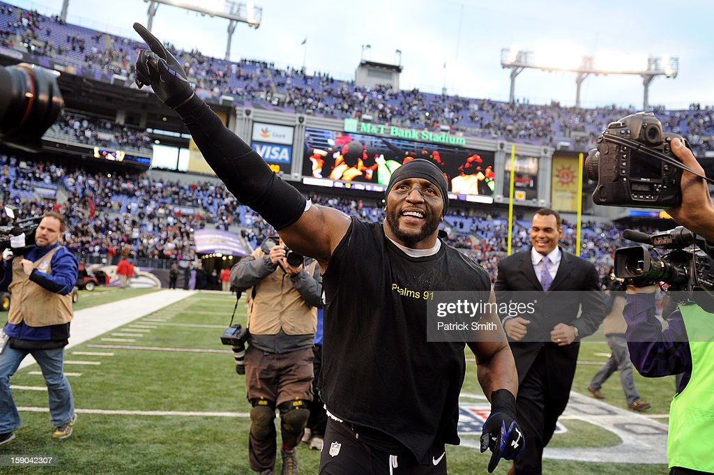 Ray Lewis #52 of the Baltimore Ravens takes a lap around the field after the Ravens won 24-9 against the Indianapolis Colts during the AFC Wild Card Playoff Game at M&T Bank Stadium on January 6, 2013 in Baltimore, Maryland.