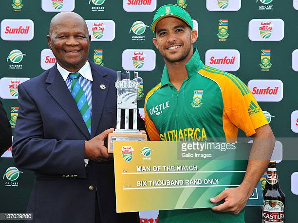 Ray Mali and Man of the Match JP Duminy of South Africa during the 2nd One Day International match between South Africa and Sri Lanka at Buffalo Park...