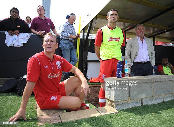 Ray Parlour Martin Keown and Terry Venables technical advisor of Wembley FC look on from the bench during a Budweiser FA Cup Extra Preliminary Round...
