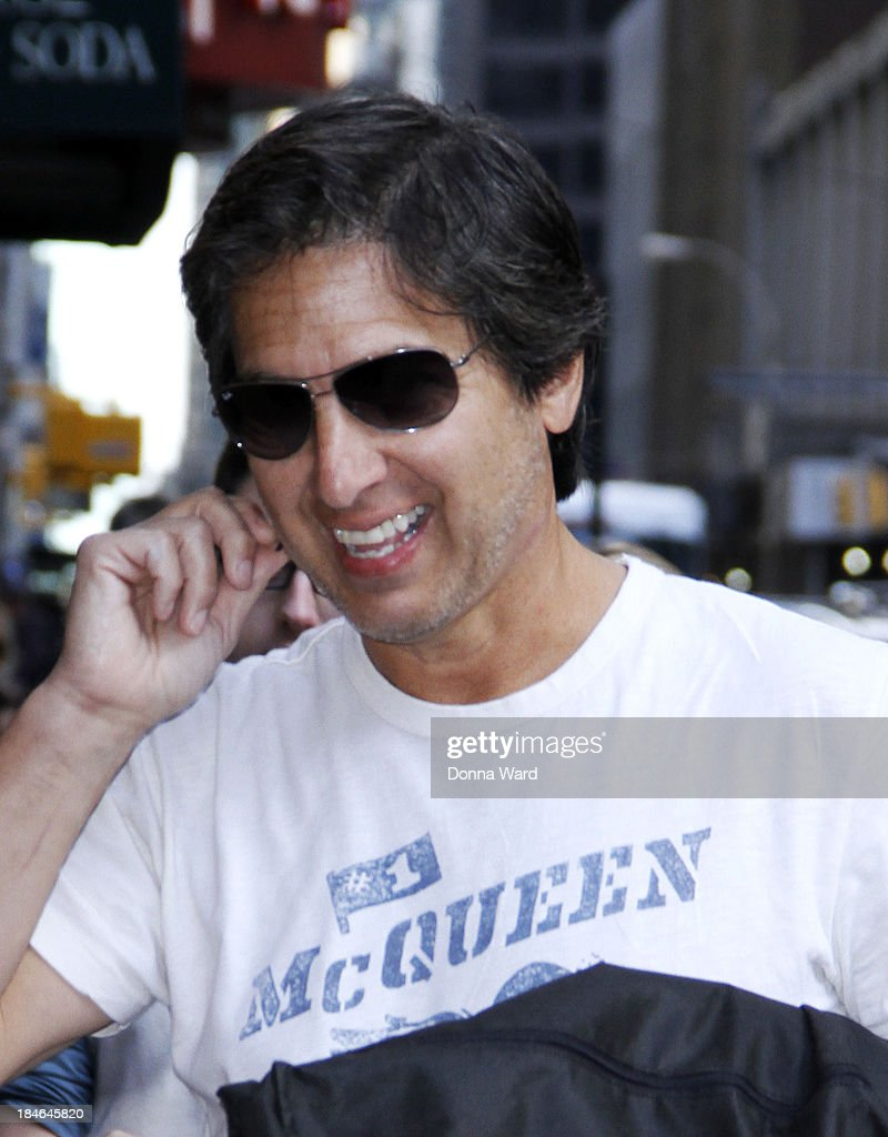 <a gi-track='captionPersonalityLinkClicked' href=/galleries/search?phrase=Ray+Romano&family=editorial&specificpeople=201675 ng-click='$event.stopPropagation()'>Ray Romano</a> arrives for the 'Late Show with David Lettterman' at Ed Sullivan Theater on October 14, 2013 in New York City.