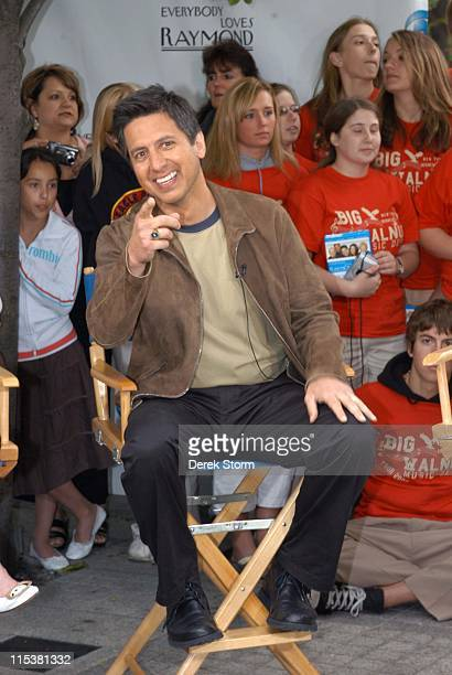Ray Romano from 'Everybody Loves Raymond' during 'Survivor' Winner Tom Weston and the Cast of 'Everybody Loves Raymond' Visit 'The Early Show' May 16...