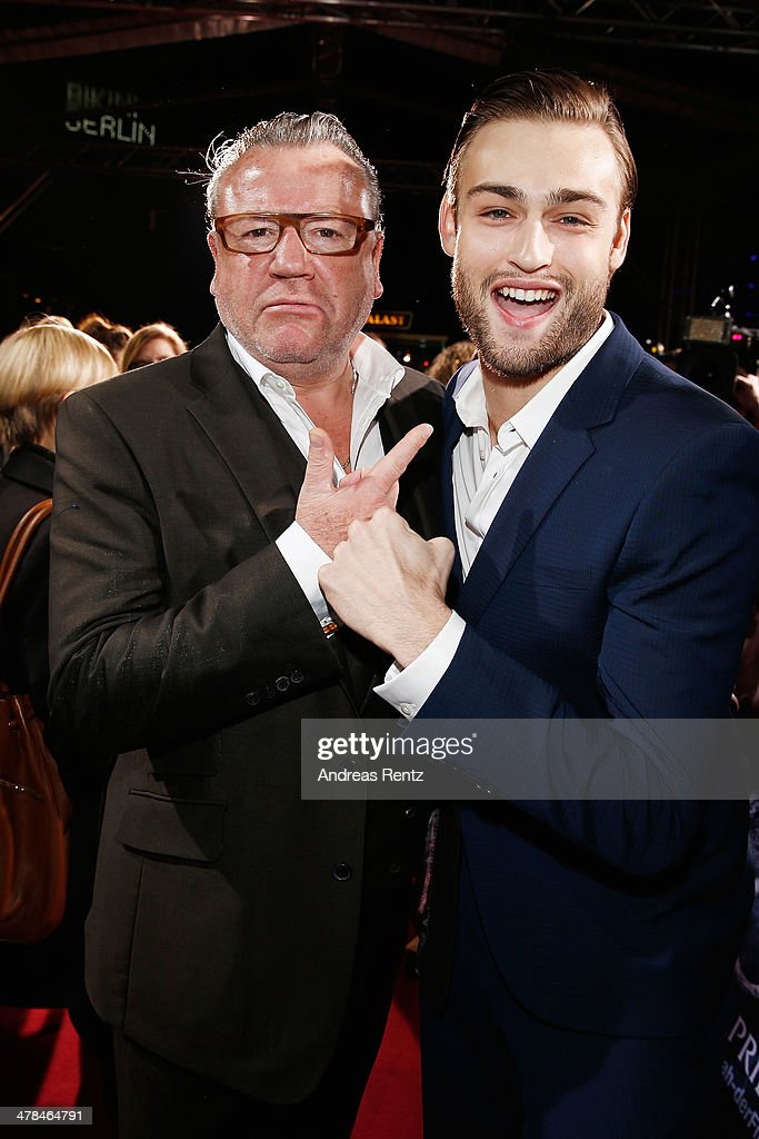 <a gi-track='captionPersonalityLinkClicked' href=/galleries/search?phrase=Ray+Winstone&family=editorial&specificpeople=215084 ng-click='$event.stopPropagation()'>Ray Winstone</a> and <a gi-track='captionPersonalityLinkClicked' href=/galleries/search?phrase=Douglas+Booth&family=editorial&specificpeople=6324411 ng-click='$event.stopPropagation()'>Douglas Booth</a> attend the premiere of Paramount Pictures' 'NOAH' at Zoo Palast on March 13, 2014 in Berlin, Germany.