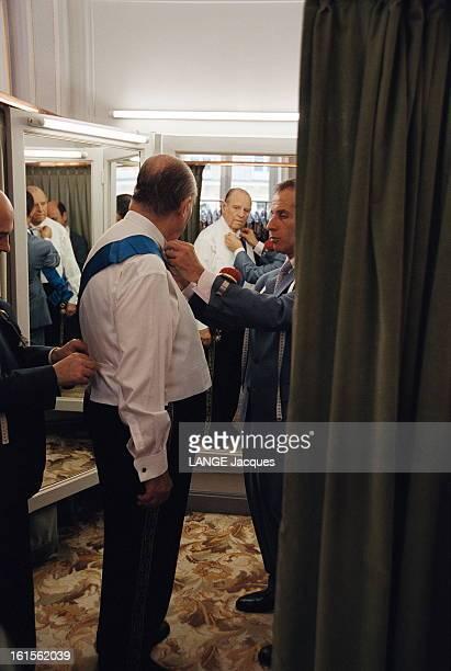 Raymond Bar Academician Raymond BARRE essaye son habit d'académicien des Sciences morales et politiques chez Mark Sons à Paris 25 avril 2002