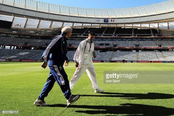 Raymond DOMENECH / Andre Pierre GIGNAC Reconnaissance du terrain avant le match contre l'Uruguay Green Point Stadium Le Cap