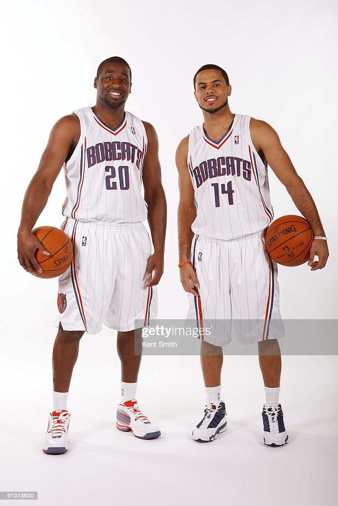 ¿Cuánto mide Carmelo Anthony? - Altura - Real height Raymond-felton-and-dj-augustin-of-the-charlotte-bobcats-pose-for-a-picture-id91315630