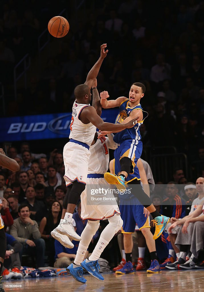 Raymond Felton #2 of the New York Knicks blocks Stephen Curry #30 of the Golden State Warriors at Madison Square Garden on February 27, 2013 in New York City.