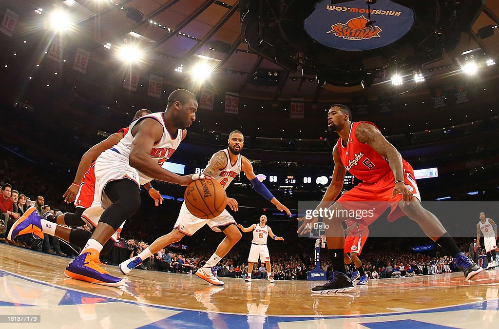 <a gi-track='captionPersonalityLinkClicked' href=/galleries/search?phrase=Raymond+Felton&family=editorial&specificpeople=209141 ng-click='$event.stopPropagation()'>Raymond Felton</a> #2 of the New York Knicks dribbles against <a gi-track='captionPersonalityLinkClicked' href=/galleries/search?phrase=DeAndre+Jordan&family=editorial&specificpeople=4665718 ng-click='$event.stopPropagation()'>DeAndre Jordan</a> #6 of the Los Angeles Clippers during their game at Madison Square Garden on February 10, 2013 in New York City.