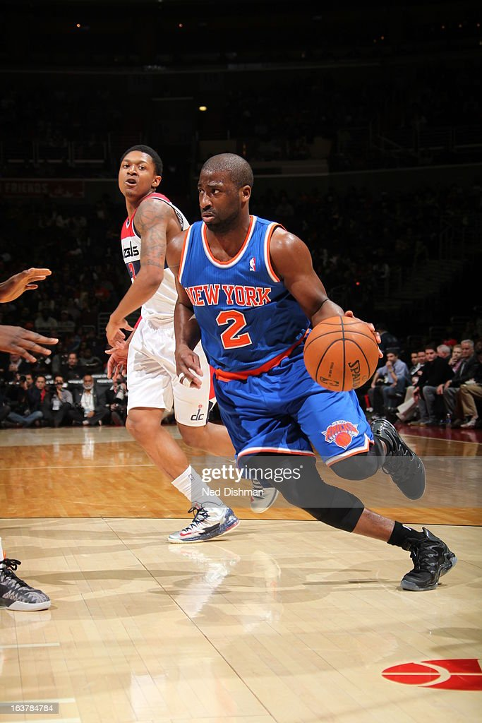 Raymond Felton #2 of the New York Knicks drives to the basket against the Washington Wizards at the Verizon Center on March 1, 2013 in Washington, DC.