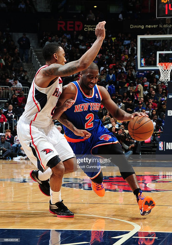 <a gi-track='captionPersonalityLinkClicked' href=/galleries/search?phrase=Raymond+Felton&family=editorial&specificpeople=209141 ng-click='$event.stopPropagation()'>Raymond Felton</a> #2 of the New York Knicks drives to the basket against the Atlanta Hawks on April 3, 2013 at Philips Arena in Atlanta, Georgia.