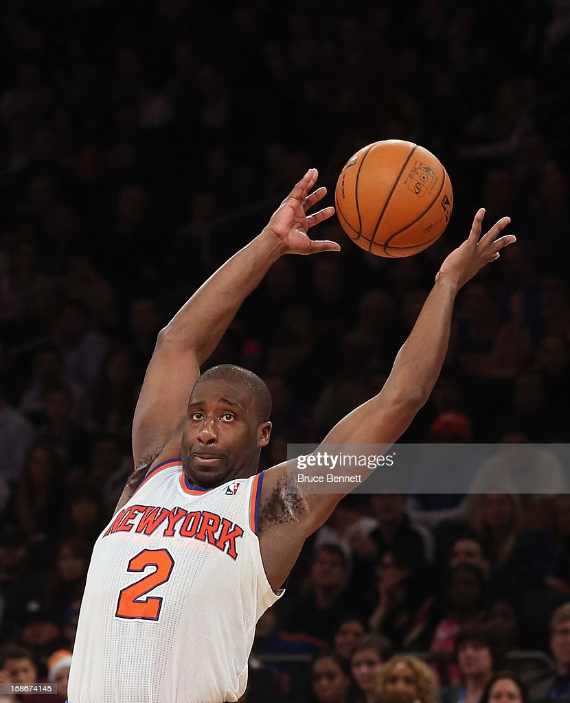 <a gi-track='captionPersonalityLinkClicked' href=/galleries/search?phrase=Raymond+Felton&family=editorial&specificpeople=209141 ng-click='$event.stopPropagation()'>Raymond Felton</a> #2 of the New York Knicks juggles the ball against the Chicago Bulls at Madison Square Garden on December 21, 2012 in New York City.