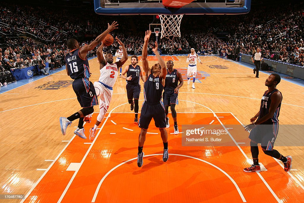 <a gi-track='captionPersonalityLinkClicked' href=/galleries/search?phrase=Raymond+Felton&family=editorial&specificpeople=209141 ng-click='$event.stopPropagation()'>Raymond Felton</a> #2 of the New York Knicks shoots against <a gi-track='captionPersonalityLinkClicked' href=/galleries/search?phrase=Kemba+Walker&family=editorial&specificpeople=5042442 ng-click='$event.stopPropagation()'>Kemba Walker</a> #15 and Gerald Henderson #9 of the Charlotte Bobcats on March 29, 2013 at Madison Square Garden in New York City.