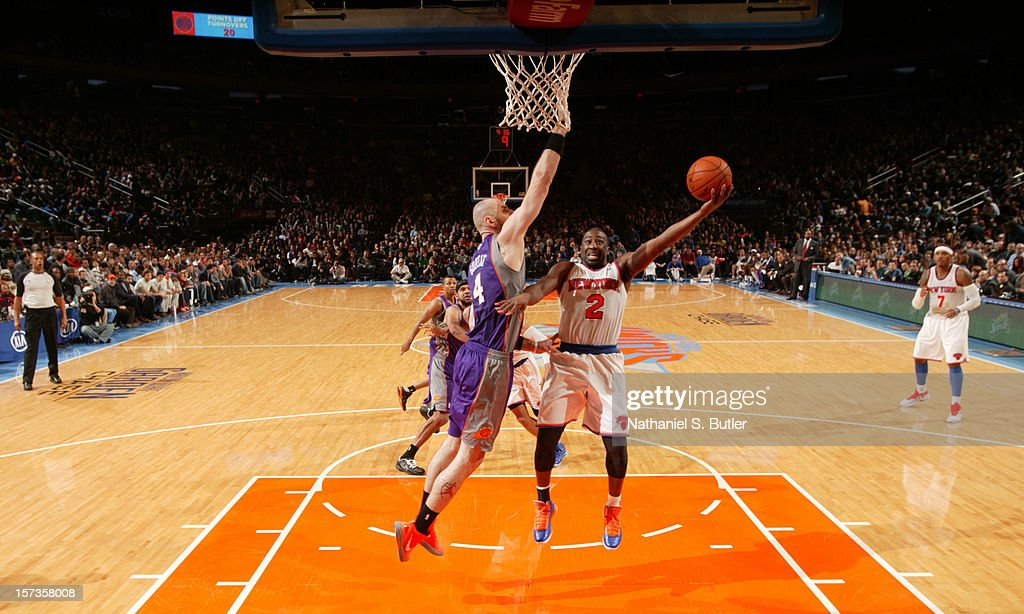 <a gi-track='captionPersonalityLinkClicked' href=/galleries/search?phrase=Raymond+Felton&family=editorial&specificpeople=209141 ng-click='$event.stopPropagation()'>Raymond Felton</a> #2 of the New York Knicks shoots against <a gi-track='captionPersonalityLinkClicked' href=/galleries/search?phrase=Marcin+Gortat&family=editorial&specificpeople=589986 ng-click='$event.stopPropagation()'>Marcin Gortat</a> #4 of the Phoenix Suns the on December 2, 2012 at Madison Square Garden in New York City.
